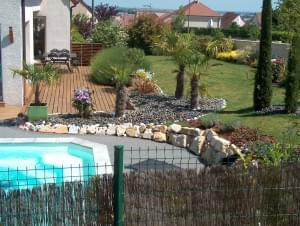 aménagement paysager autour d'une piscine