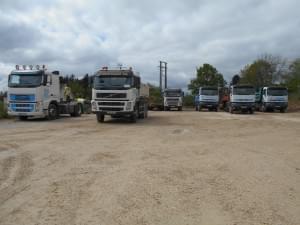 six camions de chantier