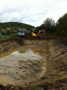 trou creusé pour un étang