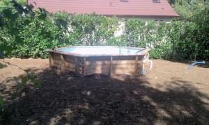 piscine en cours de mise en place
