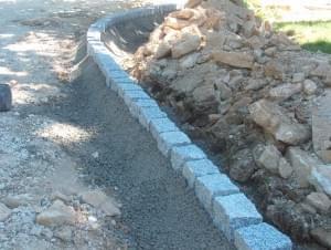 réalisation d'une bordure en pavés de granit